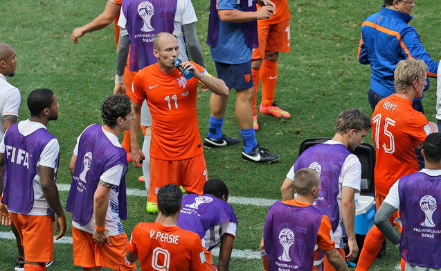 Dutch and Mexicans get first World Cup cooling break