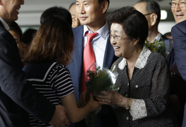ROK ex-first lady ends DPRK visit