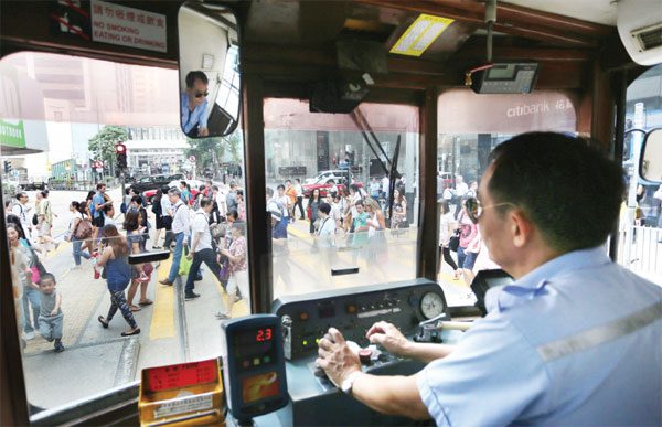 Tram drivers, experts oppose plan