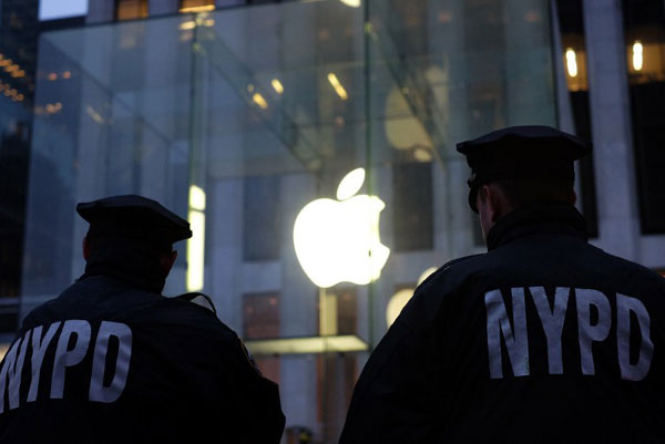 US drops New York fight with Apple