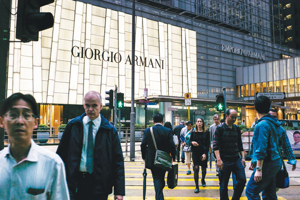 Moving up the ladder — HK tops expats' choice for career 丨 HK