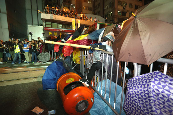7 arrested for illegal assembly in Sai Wan
