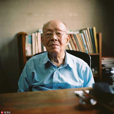Father of pinyin writing system dies at 111