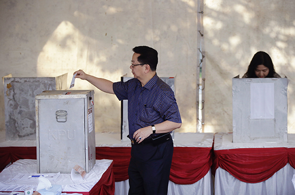 Jakarta election heads for 2nd round as Christian governor holds narrow lead