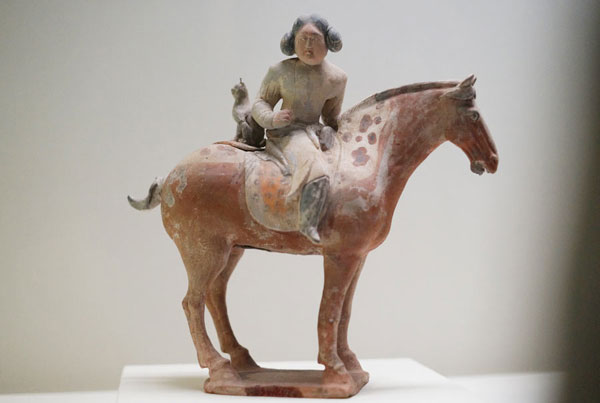Pottery figurines showcase women's lives in ancient times