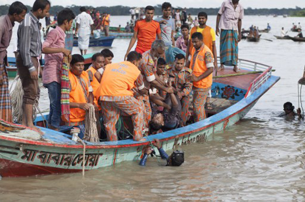 Bangladesh finds 18 bodies after ferry capsizes 丨 Asia
