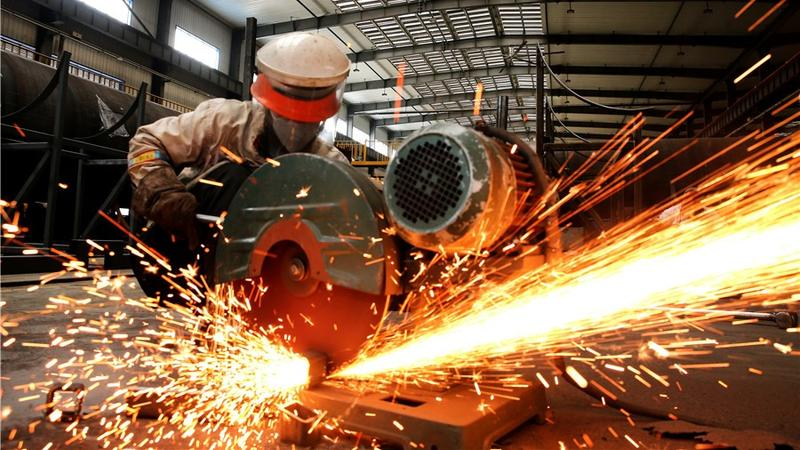 China's manufacturing PMI dips, industrial upgrade continues